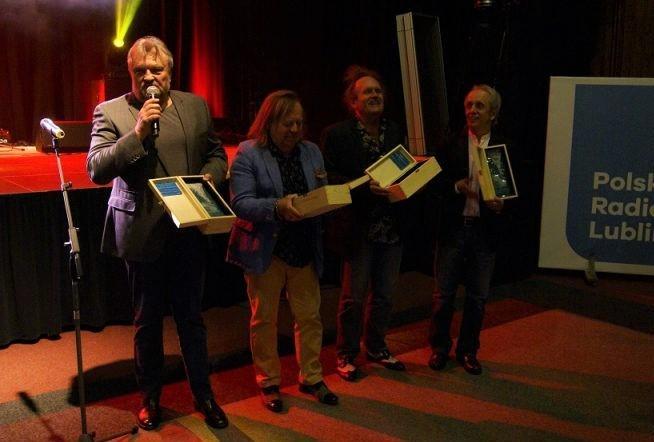Członkowie Budki Suflera z nagrodą Złotego MHz-a