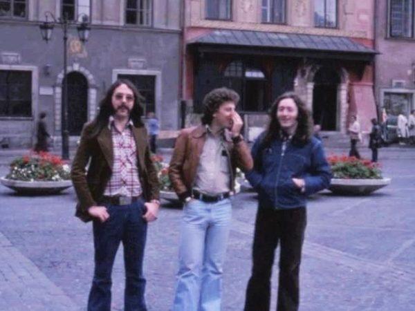 Rory Gallagher - pierwszy z prawej - na warszawskiej starówce