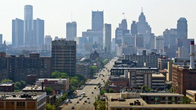 Miasto-Detroit-która-ma-miliardy-dolarów-w-długu-złożył-wniosek-o-upadłość-w-dniu-18-lipca-2013-r.-fot.-Rena-Laverty-PAP-EPA-800x500_c (2)