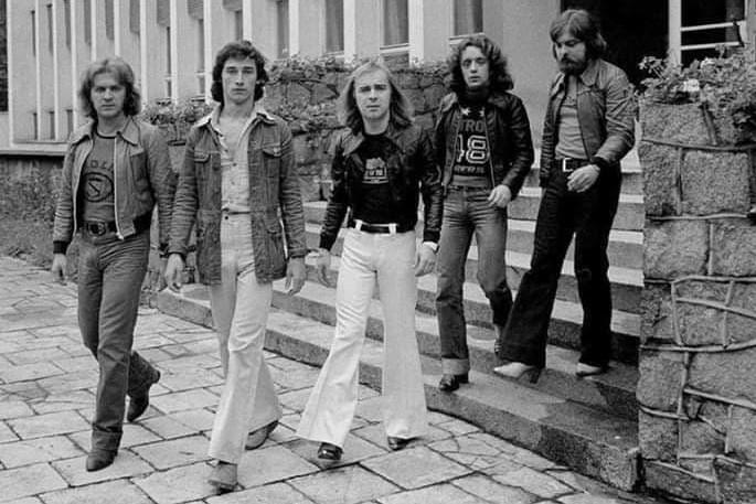 Budka Suflera w 1982 r. - od lewej Andrzej Ziółkowski, Jan Borysewicz, Romuald Lipko, Tomasz Zeliszewski i Romuald Czystaw